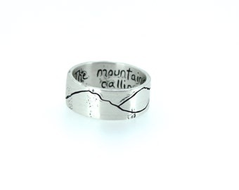 rustic mountain wedding band ring . engraved 8mm wide mountain landscape band . size 4 5 6 7 8 9 10 11 12 by peacesofindigo