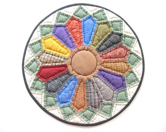 Round Table Quilt  - Miniature Quilt Quilted Table Topper - Quilted Candle Mat - Rustic Home Decor Farmhouse Decor  Primitive Country  Decor