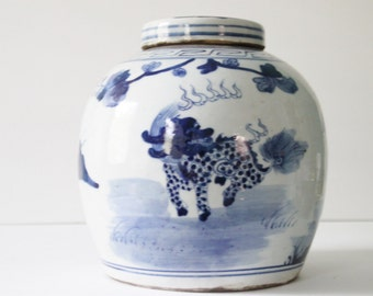Vintage Blue & White Porcelain Chinoiserie Foo Dog / Temple Lion and Palm Tree Ginger Jar / Asian