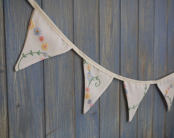 Small Vintage Tablecloth Bunting // Embroidered Bunting // Wedding Bunting // Vintage Bunting // Wedding Decor // Shabby Chic Bunting.
