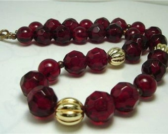 Vintage Deep Red Facetted Lucite Beads Necklace 80:s