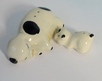 Vintage Pig Mom Nursing Piglet Ceramic Salt and Pepper Shakers. TREVEWOOD