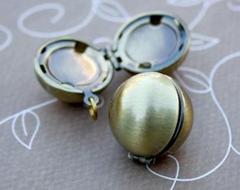 2 pcs Antique Bronze Brass Locket Pendant, Ball
