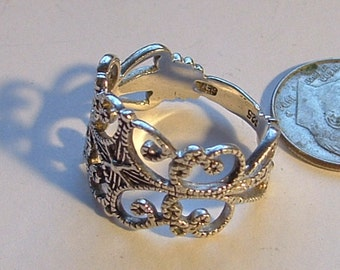 VINTAGE STERLING FILAGREE ring- made well gorgeous design signed 925 sz  7 band style