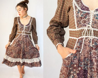 Vintage 70's Gunne Sax Style Dress / Calico Floral Print Corset Dress With POCKETS / Full Skirt Prairie Dress