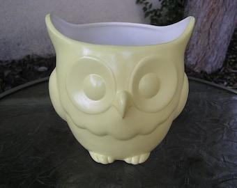 Stoutly Wise Owl Candy Dish/Vase/Planter Pastel Yellow