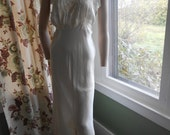 Fabulous Off-White 40's Gown w/Lace Bodice and Ruffled Bottom - Size L