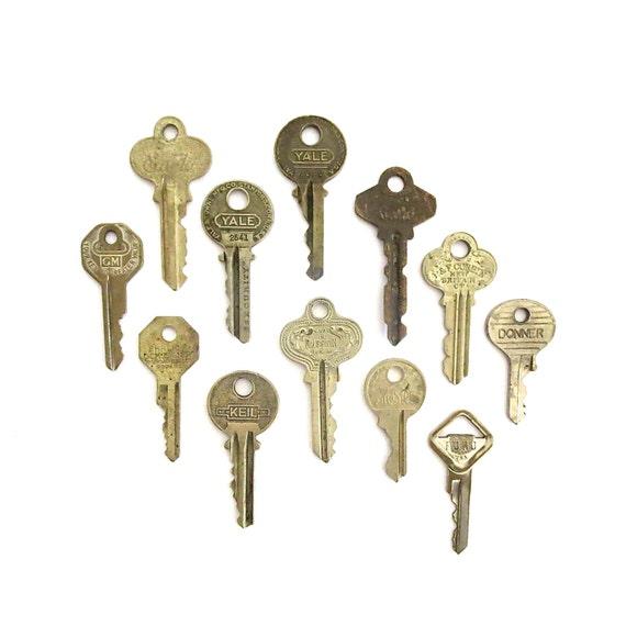 12 vintage keys old keys antique keys rustic by for Classic house keys samplephonics