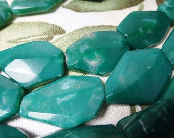 24. Green Aagte 20x30mm Faceted Slab Shape 16 Inches 66pcs Stone Bead