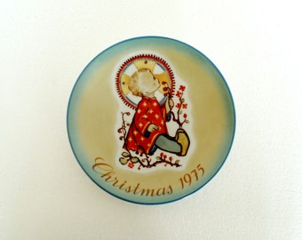 """Hummel Christmas Collector Plate - """"Christmas Child"""" by Schmid Bros. Vintage 1975"""
