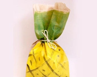 Pineapple favour bags. Pineapple theme party, pineapple party, tropical party favours