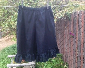 Ready now!  Women's LARGE BLACK Short Pantaloons Fabric Ruffle Elastic Waist Cotton