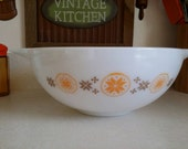 Pyrex Town and Country Large Cinderella 444 Nesting Mixing Bowl