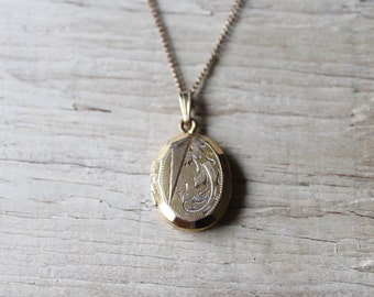 Vintage Locket, Vintage Gold Locket with Chain, Vintage 10K Gold Filled Locket, Oval Locket with Beveled Edge