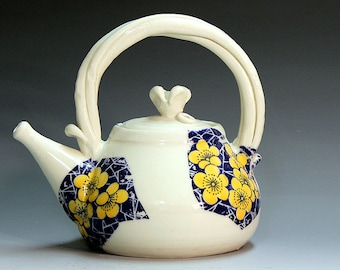 Teapots handmade porcelain teapots ,yellow blue and white ceramic and pottery flower pattern   porcelain colour teapots