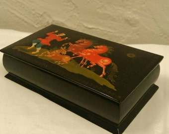 1960s Russian Lacquer Hand Painted Trinket Box