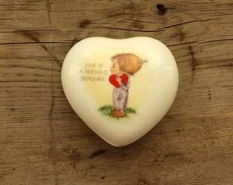 Vintage Heart Shaped Trinket Box by Hallmark. 1980. Bone China. Love is a Precious Treasure. Ring Box, Pill Box, Jewlery Box, Treasure Box