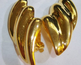 vintage gold tone large three 3 tiered clip on earrings