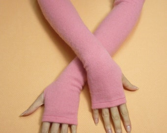 Pale Pink Cashmere Upcycled Fingerless Gloves, Soft Warm Armwarmers for Her, recycled Knit Sleeves, Boho Bohemian Mittens, Winter Armstulpen