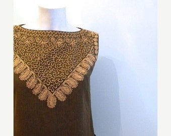 ON SALE vintage.  50s Army Green Sleeveless Blouse // Embroidery Top //  S