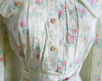 SALE Jeff Banks London 70s pretty floral blouse with large collar and tie belt