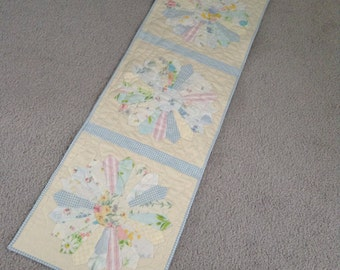 "QUILTED DRESDEN PLATE Table Runner, Vintage Linens, 15"" x 46"", Softly Faded Pastels, Appliqued, Machine Quilted, Traditional, Country"