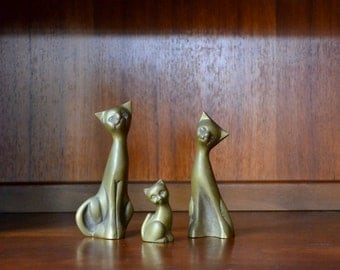 vintage brass cat family figurines / mothers day / mom