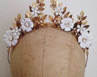 White blossoms crown, one of a kind