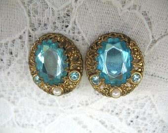 Vintage Rhinestone Earrings ~ Clip On ~ Turquoise Blue Rhinestones