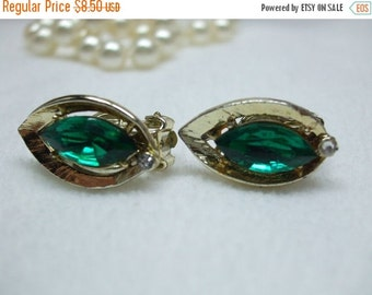 ON SALE 20% OFF Vintage Green Rhinestone Earrings