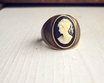 Vintage Style Cameo Ring / Black and Antique Bronze Brass Size 7 Victorian Steampunk Costume Pirate Cosplay Edwardian Cocktail Style Womens