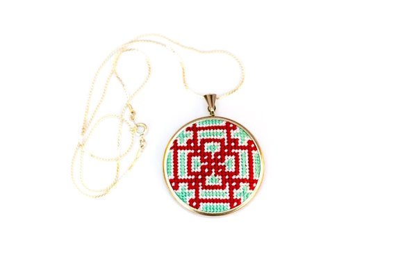 DIY Needlepoint Jewelry Kits: Knotwork Round Pendant