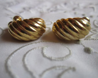 Vintage Shell Design Combination Clip On and Screw Back Earrings