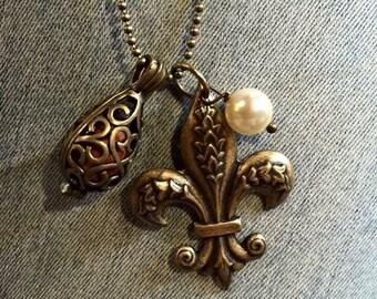 Bronze Fleur de lis Oil Diffuser Necklace
