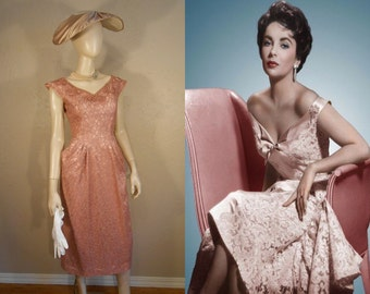 The Most Beautiful Kisses - Early 1950s Mauve Pink Lace Dress w/Rhinestone Faux Pearl Detail - 4/6
