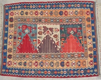 """Beautiful NEW Handwoven Traditional Design Turkish Kilim/ Natural Dyes / 5'7"""" x 6'8"""" // 171 x 205cm"""