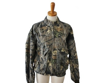 50% half off sale // Vintage 80s Mossy Oak Camouflage Jacket // Men Medium // made in America, hunting gear