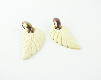 Vintage Earrings / Carved Earrings / 1940s Earrings / 1950s Earrings / Wing Earrings Feather Leaf Leaves Carved Bone Bakelite Era Pierced