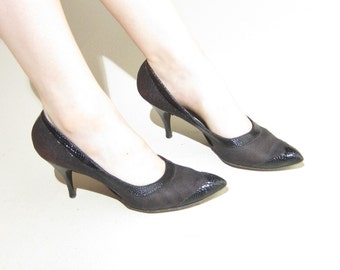 Vintage 1950s High Heeled Black Shoes in Mesh / 50s Party Pumps in Leather and Faux Snakeskin / 8