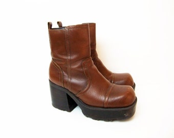 Size 7 7.5 90s Brown Platform Zip up Ankle Boots by MUDD