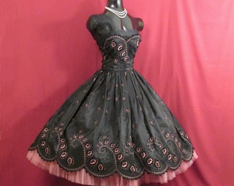 Vintage 1950's 50s STRAPLESS Bombshell Black Flocked Roses Taffeta Pink Tulle Circle Skirt Party Prom Wedding DRESS Gown