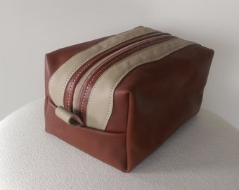 Toilet Bag: Men's Leather