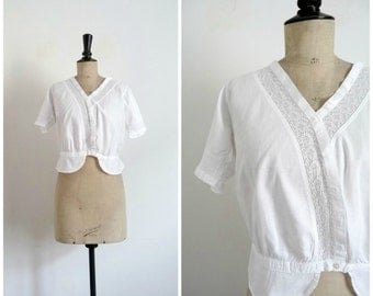 Antique Circa 1900s 1910s Corset Cover - Short Top -  Blouse - White Cotton Openwork Lace / French Antique / Medium