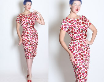 GORGEOUS 1950s Vibrant Painted Red & Hot Pink RANUNCULUS Floral Print Curvy Hourglass Cocktail Dress - Pink and Green Rhinestone Centers - L