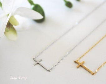 Cross Sideways Necklace in Silver/ Gold. Collarbone Necklace. Everyday Wear. Faith. Jesus Christ. God. Unisex Gift. (PNL-58)