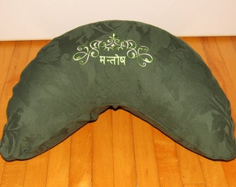 Meditation Pillow, Buck Wheat, kidney shaped zafu