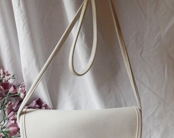 DISCOUNTED GORGEOUS Vintage Authentic COACH --80s----Rich Winter White Leather Crossbody--- Coach Purse---Simple Style