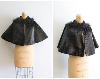 ladies Victorian cape - black mohair velvet & fur collar capelet / 1800s mourning clothing - gothic coat / 1900 velvet cape - brownish black