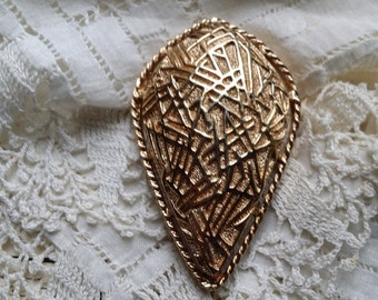 STYLISH Abstract Design Goldtone Pin by Sarah Coventry VINTAGE