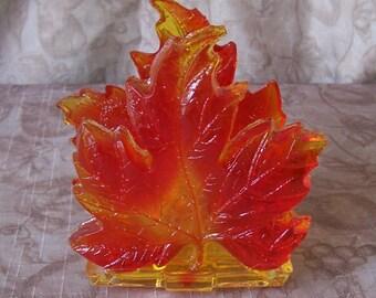 Vintage resin leaf napkin or letter holder.  C3-376-1